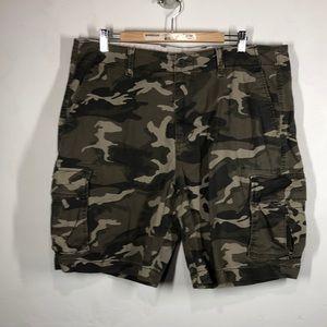 Old Navy camouflage cargo shorts size 38